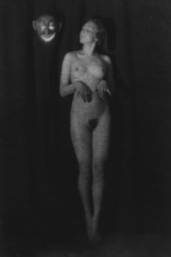 Germaine Krull, Berthe Krull naked with a mask, Berlin, 1923
