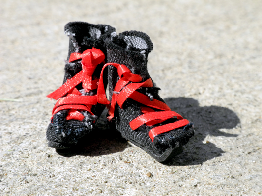Josiane Keller - Starfish's black !EXPENSIVE® boots with red laces