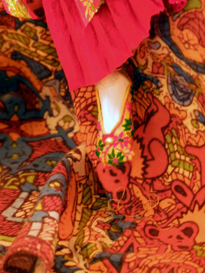 Josiane Keller - Laila's foot on the bed with traditional shoe