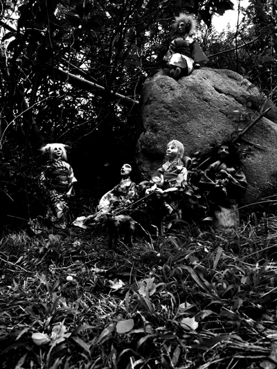 Josiane Keller - group shot outside by a rock