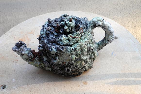 Josiane Keller - gnarly tea pot turning underwater 1